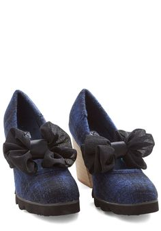 Flair Down to There Heel. Youre a true blue fashionista from your head to your toes - which are clad in these bow-topped heels by Kling! #blue #modcloth
