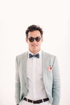 & Aaron's Relaxed Foodie Wedding Dapper groom perfectly beach-ready in Oscar Hunt linen suit Beach Wedding Groom Attire, Beach Groom, Beach Wedding Men, Beach Attire, Relaxed Wedding, Trendy Wedding, Diy Wedding, Best Man Outfit Wedding, Casual Wedding Attire For Men