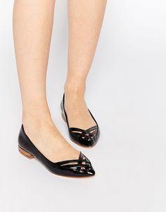 Imagen 1 de Zapatos planos en punta con diseño calado de Park Lane