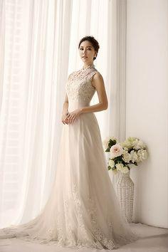 Brautkleid A-Linie eleganter Mandarin -Ausschnitt von Minerva's Little Wedding Shop auf DaWanda.com