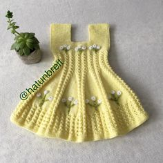No photo description. Baby Knitting Patterns, Baby Patterns, Free Knitting, Knit Baby Dress, Crochet Baby Clothes, Tricot Baby, Baby Pullover, Baby Cardigan, Baby Set