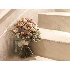 「bouquet . とっても優しくて ほんわかしていて あたたかいご新婦様に ぴったりなブーケ♡ . 優しい色味がより素敵(*´-`).。oO .…」pink bouquet