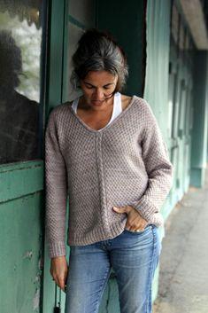 Sweater Knitting Patterns, Knit Patterns, Free Knitting, Knitting Needles, Handgestrickte Pullover, Yarn Brands, Knitting For Beginners, Knit Crochet, Knitwear