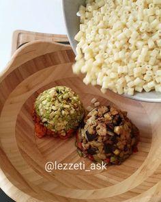 Bu sefer kızartmalı makarna salatası.Sayfamda her çeşitini bulmanız mümkündür 🤹 Çok lezzetli ve doyurucu..Tam benlik bir tarif, kaydedip sizlerde yapabilirsiniz ❤ Tarifi birazdan ekliyorum Kızartmalı makarna salatası 1 paket makarna 2 kabak 2 patlıcan 2 kırmızı biber 2 yesilbiber Tuz Sos için: 2 ...
