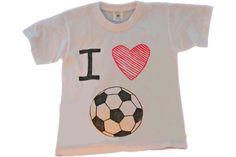 Met het knutselpakket t-shirt versieren kunnen kinderen een leuk t-shirt maken met de naam van hun favoriete club. In het pakket vind je t-shirts en textielstiften. Ook bevat het pakket voor ieder kind een knutseldiploma. Soccer party make your own t-shirt