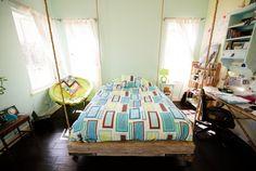 Кровать-качели   #кровать-качели #спальня Ещё фото http://iqpic.ru/%d0%ba%d1%80%d0%be%d0%b2%d0%b0%d1%82%d1%8c-%d0%ba%d0%b0%d1%87%d0%b5%d0%bb%d0%b8-7