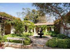 Spanish style house from Home Again Mission Style Homes, Spanish Style Homes, Spanish Revival, Spanish House, Spanish Colonial, Spanish Kitchen, Style Hacienda, Hacienda Homes, Spanish Courtyard