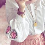 """4,382 Likes, 2,284 Comments - Elif 🌸 #tesettur #hijab (@eminelifbutik) on Instagram: """"Butiktee çookk tercih edilenn 😍 stokları geldiği gibi tükenenn balon kol bluz ve laci salopet…"""""""