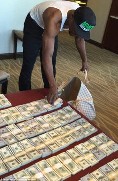 Floyd Mayweather lives up to 'money' moniker as boxing star 'packs light' for upcoming trip