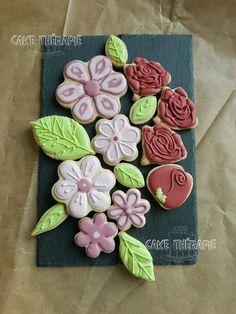 Sugar flower cookie by Caketherapie Buttercream Filling, Swiss Meringue Buttercream, Flower Cookies, Sugar Flowers, Custom Cakes, Cupcake Cakes, Cupcakes, Cookie Decorating, Sugar Cookies
