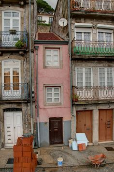 No Centro Histórico do Porto www.webook.pt #webookporto #porto #ruasdoporto