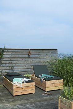 Wat een luxe: je eigen, verstelbare ligbed gemaakt van duurzaam Douglashout. Je kunt zelf dit lounge-bed van hout maken met ons stappenplan.