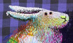 L'artiste japonaise Kimika Hara, établie à Kyoto, crée de magnifiques illustrations brodées. On y retrouve une imagerie parfois très japonaise, avec ses renards, scarabées et autres hérissons, parfois plus occidentale comme avec sa petite princesse rousse aux yeux bleus.