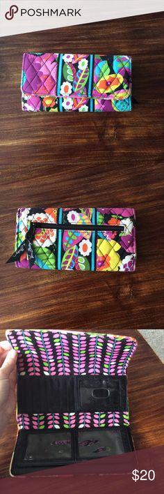 NWOT Vera Bradley wallet NWOT Vera Bradley trifold wallet Vera Bradley Bags Wallets