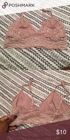 Blush lace bandeau Very comfortable light weight perfect throw on bandeau, you can wear anywhere 😍 it's too small for me, worn once 😭 Express Intimates & Sleepwear Bandeaus