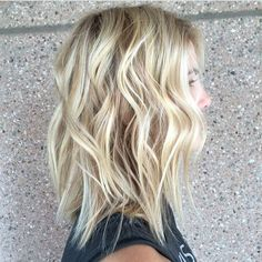 Making blonde waves. Color by @paigeenavarro  #hair #hairenvy #haircolor #blonde #highlights #beachyhair #newandnow #inspiration #maneinterest