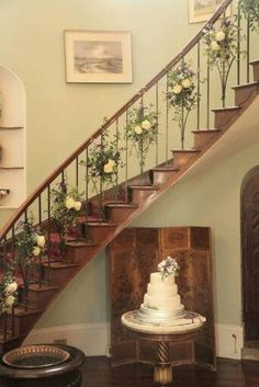 Homme house wedding flowers 2 May A beautiful addition to a staircase and could be a decoration to use throughout the year maybe Wedding Staircase Decoration, Wedding Stairs, Home Wedding Decorations, Bridal Shower Decorations, Wedding Flower Inspiration, Wedding Flowers, Wedding Ideas, Wedding Trivia, Housewarming Decorations