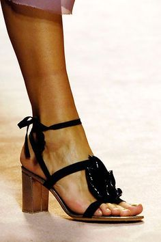 Alberta Ferretti Spring 2006 Ready-to-Wear collection, runway looks, beauty, models, and reviews. Italian Fashion Designers, Alberta Ferretti, Modern Luxury, Ready To Wear, Fashion Show, Vogue, Sandals, My Style, Spring