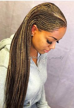 All styles of box braids to sublimate her hair afro On long box braids, everything is allowed! For fans of all kinds of buns, Afro braids in XXL bun bun work as well as the low glamorous bun Zoe Kravitz. Black Girl Braids, Braids For Black Hair, Girls Braids, Braids For Black Women Cornrows, Half Cornrows, Box Braids Hairstyles, Girl Hairstyles, Summer Hairstyles, South African Hairstyles Braids