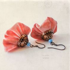 Dangle fabric earrings small bells cotton by LesJardinsdeKahlan Fiber Art Jewelry, Textile Jewelry, Fabric Jewelry, Jewelry Art, Beaded Jewelry, Jewelry Design, Simple Earrings, How To Make Earrings, Diy Earrings