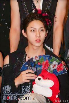 Kim Heechul, Christmas Ornaments, Holiday Decor, Beautiful, Christmas Jewelry, Christmas Decorations, Christmas Decor