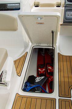 Bayliner Bowriders VR5 #embarcaciones #fibra #lanchas #motoras #yates #fuerabordas #intrabordas #barcos #cruceros #Boats #Runabouts #centerconsoles #deckboats #overnighters #cruising  jaloque.com/