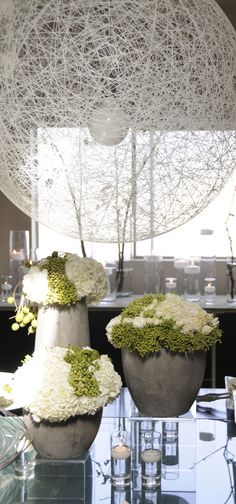 contemporary green and white arrangements created by Priska Kaspar Jayme @ Atelier Joya event design and florals