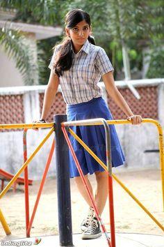 School Girl Pics, College Girl Pics, School Girl Dress, Women With Beautiful Legs, Beautiful Girl Photo, Dehati Girl Photo, Mustang Girl, Bollywood Girls, Bollywood Actors