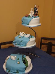 Pure art - a punting wedding cake! www.scudamores.com