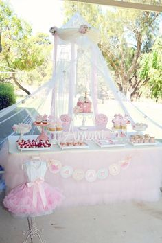 princess theme party for little girl birthday. Ballerina Birthday Parties, Ballerina Party, 3rd Birthday Parties, Girl Birthday, Happy Birthday, Birthday Ideas, Idee Baby Shower, Shower Bebe, Table Presentation