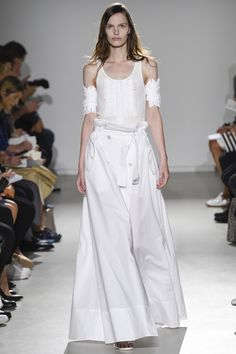 Catwalk photos and all the looks from Veronique Branquinho Spring/Summer 2015 Ready-To-Wear Paris Fashion Week
