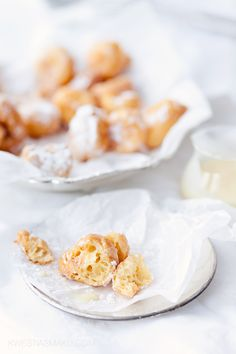 Choux donuts with white chocolate sauce