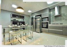 Atendendo os desejos da cliente projetamos esta cozinha em tons de cinza e preto. Para não pesar o ambiente optamos por um granito claro para a bancada. Por @acstudio.arquitetura @albertomedeirosfoto Ad http://ift.tt/1U7uuvq arqdecoracao arqdecoracao @arquiteturadecoracao #arquiteturadecoracao #olioliteam #canalolioli #instagrambrasil #decor #arquitetura #adcozinha #cozinha #kitchen #cocina