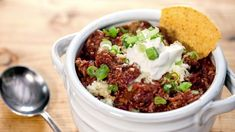 3 Must-Try Chili Recipes Now That It's Finally Fall Texas Chili, Chili Chili, Fall Recipes, Dinner Recipes, Dinner Ideas, Meal Ideas, Food Ideas, Chili Toppings, Chili Ingredients