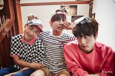 Here we have the Dad, the Mum and the 2nd youngest child. What a lovely photo. RapMonster, Jin and V ❤❤❤