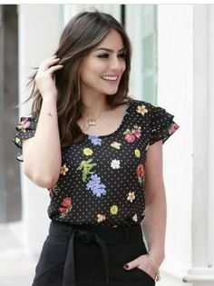 Blusas Modern Liar Women Black Flavor Executive Outfit, Classy Outfits, Cool Outfits, Moda Chic, Short Tops, Cute Tops, Blouse Designs, Dress Skirt, How To Wear