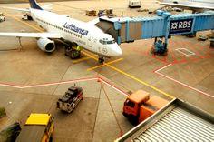 030「 Re: 陸 」-空港が家(うち)だったり心の拠り所だとしたら、そらを飛んでる間は頑張って戦う自分の時間なのでしょう...