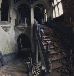 """【画像】ベルギーで1991年に放棄された""""ミランダ城"""" の魔王城感が凄い…(46枚)"""