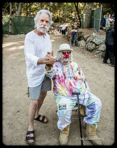 Bob Weir and Wavy Gravy Grateful Dead Shows, Grateful Dead Music, Wavy Gravy, Dead Band, Ken Kesey, Happy Hippie, Hippie Life, Dead Pictures, Bob Weir