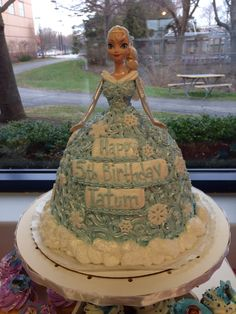 Awesome #Frozen birthday cake #disney #jarosch #bakery Elk Grove Village Illinois