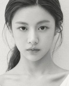 Korean Beauty Girls, Asian Beauty, Female Poses, Female Portrait, Girl Photo Poses, Girl Photos, Female Pose Reference, Prity Girl, Korean Face