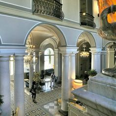 VITA DI LUSSO had the privilege to visit Villa d'Este at lake Como; a piece of paradise within driving from design city Milan. Lake Como, Hotels, Italy, Mansions, Interior Design, House Styles, Home Decor, Nest Design, Italia