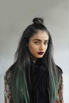Ombre Grey Hair : https://www.etsy.com/shop/lunartideshair