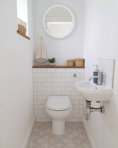 Downstairs toilet/WC with white metro tiles and patterned floor tiles. Small cloakroom sink Downstairs toilet/WC with white metro tiles and patterned floor tiles. Small Downstairs Toilet, Small Toilet Room, Small Bathroom, Bathroom Ideas, Bathrooms, Wc Retro, Casa Retro, Cloakroom Sink, Downstairs Cloakroom