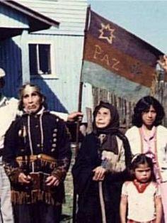 1977. Bandera mapuche huilliches Huilliches de Chadmo, isla grande de Chiloé.