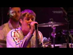 Keane - Everybody's changing (Live V Festival 2009) (High Quality video) (HD) - YouTube