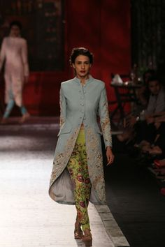 Monisha Jaising - Page 2 India Fashion, Lakme Fashion Week, Asian Fashion, Vogue India, Indian Attire, Indian Wear, Indian Dresses, Indian Outfits, Lehenga