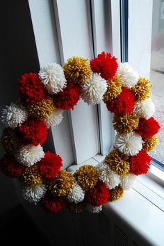 Quite fancy doing this with just one colour, gold, red, white or silver maybe? #christmas pompom wreath