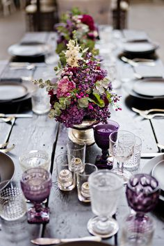 Wanderlust wedding inspired tablescape - photo by Andie Freeman Photography #tablescapes #weddingtables
