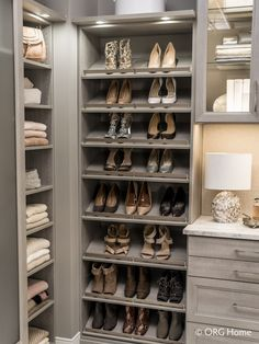 How to Design a Custom Closet & Avoid Mistakes – Innovate Home Org Columbus Ohio - Innovate Home Org Informationen zu 11 Dumb Mistakes to Avoid When Designing a Custom Closet System Pin Sie können mei Master Closet Design, Custom Closet Design, Master Bedroom Closet, Custom Closets, Closet Designs, Diy Custom Closet, Walk In Closet Design, Shoe Shelf In Closet, Closet Redo